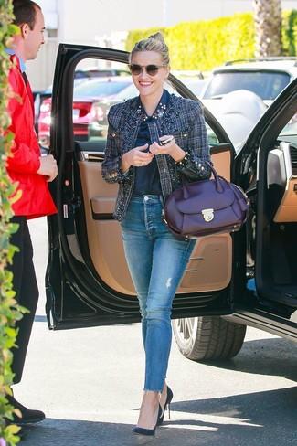 Как и с чем носить: темно-синий твидовый жакет, темно-синяя классическая рубашка с украшением, синие джинсы скинни, темно-синие кожаные туфли