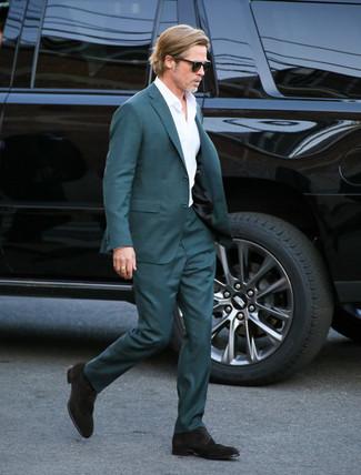 Как и с чем носить: темно-бирюзовый костюм, белая классическая рубашка, темно-коричневые замшевые туфли дерби