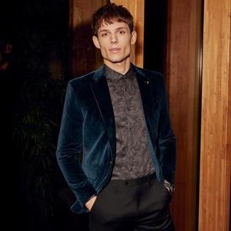 Черные классические брюки: с чем носить и как сочетать мужчине: Темно-бирюзовый бархатный пиджак в паре с черными классическими брюками позволит создать стильный и в то же время изысканный образ.