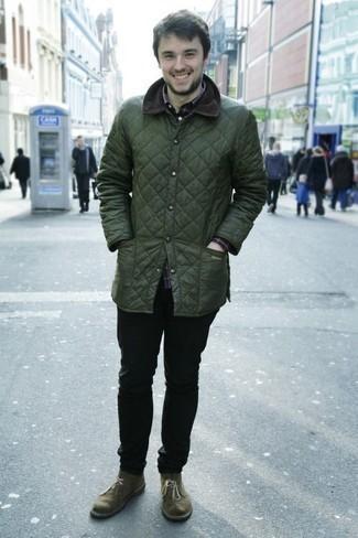 Темно-синяя рубашка с длинным рукавом в шотландскую клетку: с чем носить и как сочетать мужчине: Темно-синяя рубашка с длинным рукавом в шотландскую клетку и черные джинсы — обязательные вещи в арсенале стильного мужчины. Хочешь сделать образ немного элегантнее? Тогда в качестве обуви к этому луку, стоит обратить внимание на оливковые замшевые ботинки дезерты.