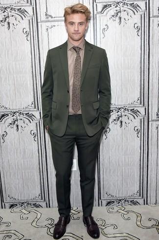 Как и с чем носить: темно-зеленый костюм, коричневая классическая рубашка, темно-коричневые кожаные монки с двумя ремешками, коричневый галстук с цветочным принтом