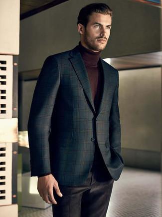 Модный лук: темно-зеленый пиджак в шотландскую клетку, темно-коричневая водолазка, черные бархатные классические брюки