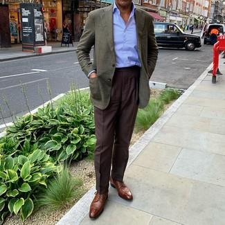 Темно-коричневые классические брюки: с чем носить и как сочетать мужчине: Сочетание темно-зеленого пиджака и темно-коричневых классических брюк позволит создать модный классический ансамбль. В тандеме с этим ансамблем великолепно выглядят коричневые кожаные туфли дерби.