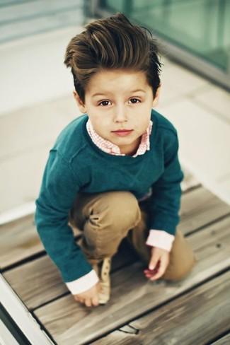 Как и с чем носить: темно-зеленый свитер, оранжевая рубашка с длинным рукавом в мелкую клетку, светло-коричневые брюки, светло-коричневые оксфорды