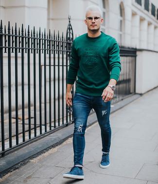 Как и с чем носить: темно-зеленый свитшот, темно-синие рваные зауженные джинсы, синие замшевые низкие кеды, серебряные часы