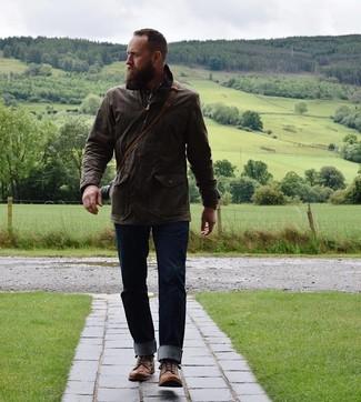 Как и с чем носить: темно-коричневая полевая куртка, коричневая рубашка с длинным рукавом в шотландскую клетку, темно-синие джинсы, коричневые кожаные повседневные ботинки