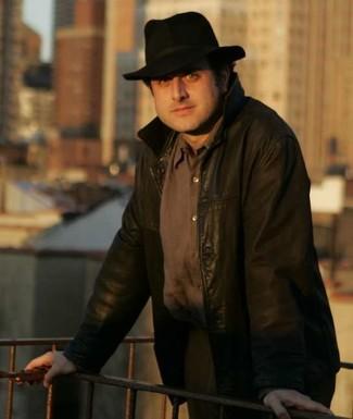 темно коричневый бомбер коричневая рубашка с длинным рукавом коричневые классические брюки черная шляпа large 2698