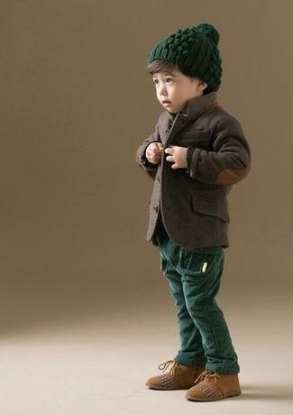 Как и с чем носить: темно-коричневый пиджак, темно-зеленые брюки, светло-коричневые замшевые ботинки дезерты, темно-зеленая шапка