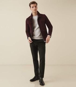 С чем носить черные кожаные ботинки челси мужчине: Темно-красная куртка харрингтон и темно-зеленые брюки чинос прочно обосновались в гардеробе современных джентльменов, позволяя создавать яркие и стильные образы. Очень неплохо здесь будут смотреться черные кожаные ботинки челси.