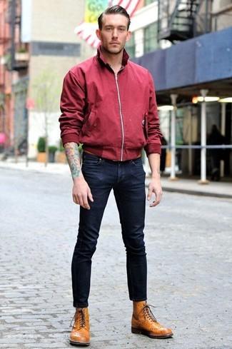 Как и с чем носить: темно-красная куртка харрингтон, темно-синие зауженные джинсы, светло-коричневые кожаные ботинки броги