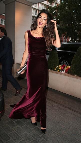 Модные женские луки 2020 фото: Любая женщина будет выглядеть ослепительно в темно-красном бархатном вечернем платье. Черные сатиновые туфли станут великолепным завершением твоего ансамбля.