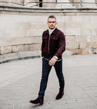 Как и с чем носить: темно-красный шерстяной бомбер, белая шерстяная вязаная водолазка, темно-синие шерстяные классические брюки, темно-красные замшевые ботинки челси