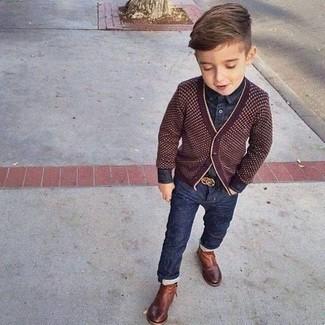 Как и с чем носить: темно-красный кардиган, темно-синяя джинсовая рубашка с длинным рукавом, темно-синие джинсы, коричневые ботинки