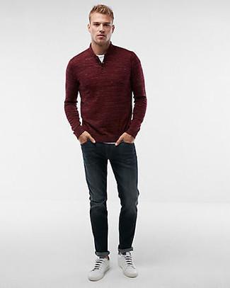 Как и с чем носить: темно-красный свитер с воротником на молнии, белая футболка с круглым вырезом, темно-синие джинсы, белые кожаные низкие кеды
