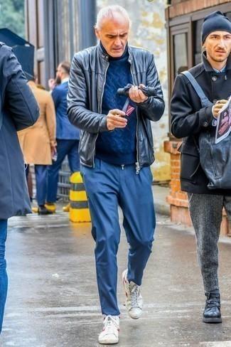 Куртка: с чем носить и как сочетать мужчине: Создав ансамбль из куртки и синих брюк чинос, можно смело отправляться на свидание с возлюбленной или вечер с коллегами в расслабленной обстановке. Нравится экспериментировать? Тогда дополни лук бело-красными высокими кедами из плотной ткани.