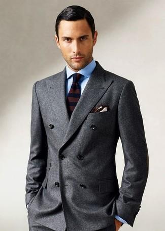 Как и с чем носить: темно-серый шерстяной двубортный пиджак, голубая классическая рубашка, темно-коричневый шерстяной галстук в горизонтальную полоску, бежевый нагрудный платок