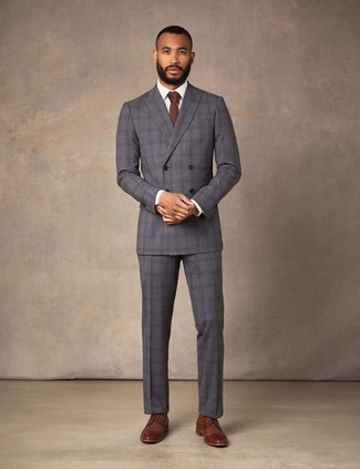 Как и с чем носить: темно-серый костюм в шотландскую клетку, белая классическая рубашка, коричневые кожаные туфли дерби, темно-красный галстук