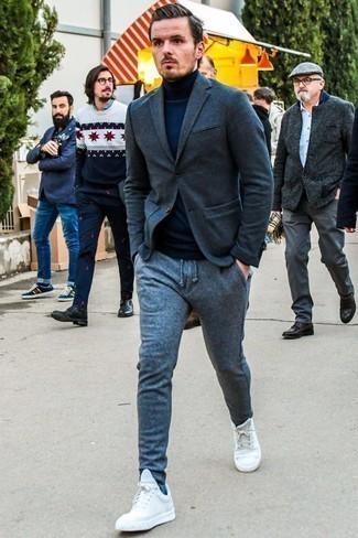 Белые низкие кеды: с чем носить и как сочетать мужчине: Привлекательное сочетание темно-серого шерстяного пиджака и серых шерстяных спортивных штанов вне всякого сомнения будет привлекать внимание прекрасных девушек. Весьма кстати здесь выглядят белые низкие кеды.