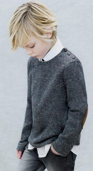 Как и с чем носить: темно-серый свитер, белая рубашка с длинным рукавом, серые джинсы