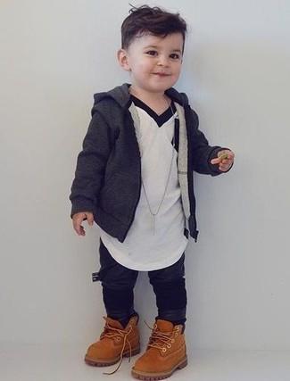Как и с чем носить: темно-серый худи, белая футболка, черные спортивные штаны, светло-коричневые ботинки