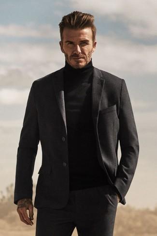 Как David Beckham носит Темно-серый шерстяной костюм, Черная водолазка