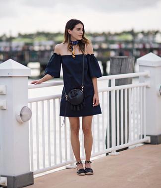 aeef91ca59d ... Модный лук  темно-синее платье с открытыми плечами