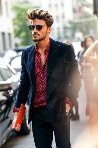 Как и с чем носить: темно-синий бархатный пиджак, красная классическая рубашка с принтом, темно-серые классические брюки