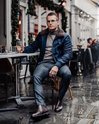 Как и с чем носить: темно-синий шерстяной бомбер, серая водолазка, темно-синие классические брюки в шотландскую клетку, темно-красные кожаные ботинки челси