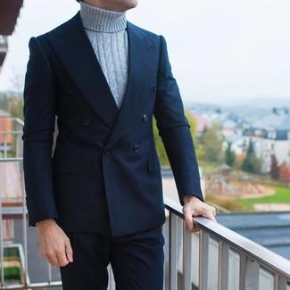 Модный лук: темно-синий двубортный пиджак, серая вязаная водолазка, темно-синие классические брюки