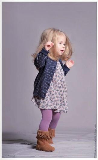 Как и с чем носить: темно-синий кардиган, розовое платье с цветочным принтом, табачные ботинки, светло-фиолетовые колготки