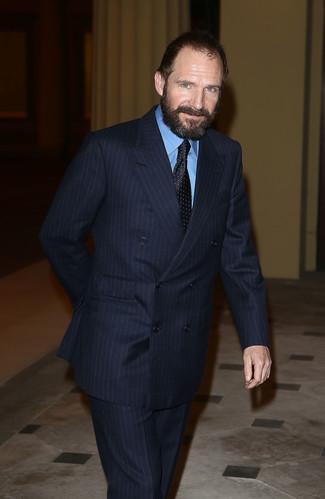 темно синий костюм в вертикальную полоску синяя классическая рубашка черный галстук в горошек large 22107