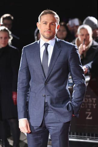 Как и с чем носить: темно-синий костюм в клетку, голубая классическая рубашка, темно-синий галстук
