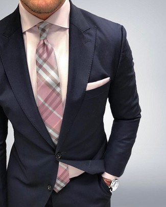 Модный лук: Темно-синий костюм, Розовая классическая рубашка, Розовый галстук в клетку, Розовый нагрудный платок