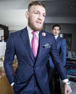 Как и с чем носить: темно-синий костюм-тройка в вертикальную полоску, белая классическая рубашка, темно-синий нагрудный платок в горошек, розовая мужская брошь с цветочным принтом