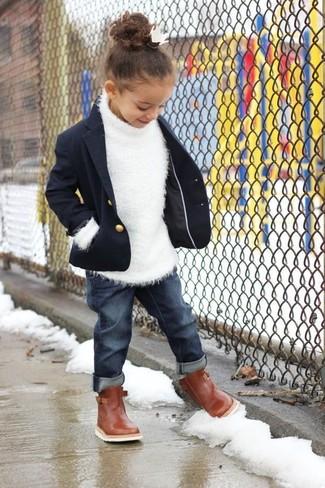 Как и с чем носить: темно-синий пиджак, белый свитер, темно-синие джинсы, коричневые ботинки