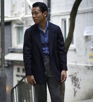 Как и с чем носить: темно-синий пиджак, синяя рубашка с длинным рукавом из шамбре, темно-серые классические брюки