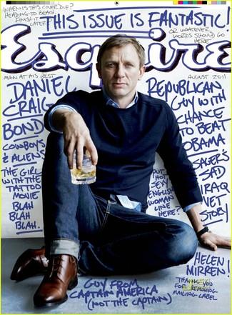темно синий свитер с круглым вырезом синяя классическая рубашка темно синие джинсы коричневые туфли дерби large 352