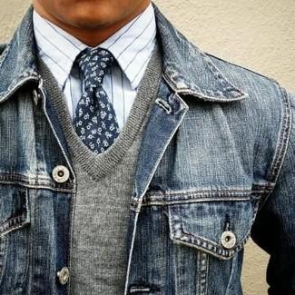 Как и с чем носить: темно-синяя джинсовая куртка, серый свитер с v-образным вырезом, белая классическая рубашка в вертикальную полоску, темно-синий галстук с цветочным принтом
