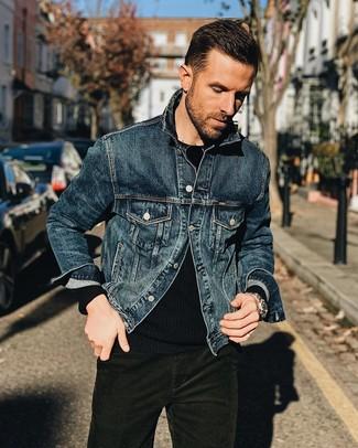 Как и с чем носить: темно-синяя джинсовая куртка, черный свитер с круглым вырезом, темно-зеленые вельветовые джинсы, серебряные часы