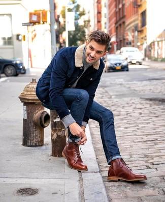 Как и с чем носить: темно-синяя вельветовая куртка-рубашка, серая водолазка, темно-синие джинсы, коричневые кожаные повседневные ботинки