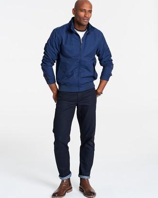 Как и с чем носить: темно-синяя куртка харрингтон, белая футболка с круглым вырезом, темно-синие джинсы, коричневые кожаные ботинки челси