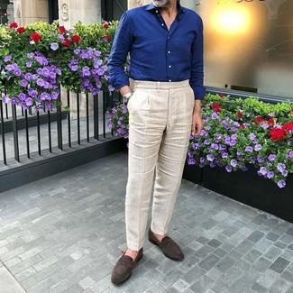 Как и с чем носить: темно-синяя рубашка с длинным рукавом, бежевые классические брюки, темно-коричневые замшевые лоферы, серебряные часы