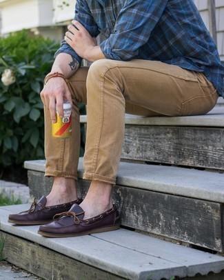 С чем носить коричневый браслет мужчине: Такое лаконичное и комфортное сочетание вещей, как темно-синяя рубашка с длинным рукавом в шотландскую клетку и коричневый браслет, придется по вкусу парням, которые любят проводить дни активно. И почему бы не добавить в повседневный образ толику консерватизма с помощью темно-красных кожаных топсайдеров?