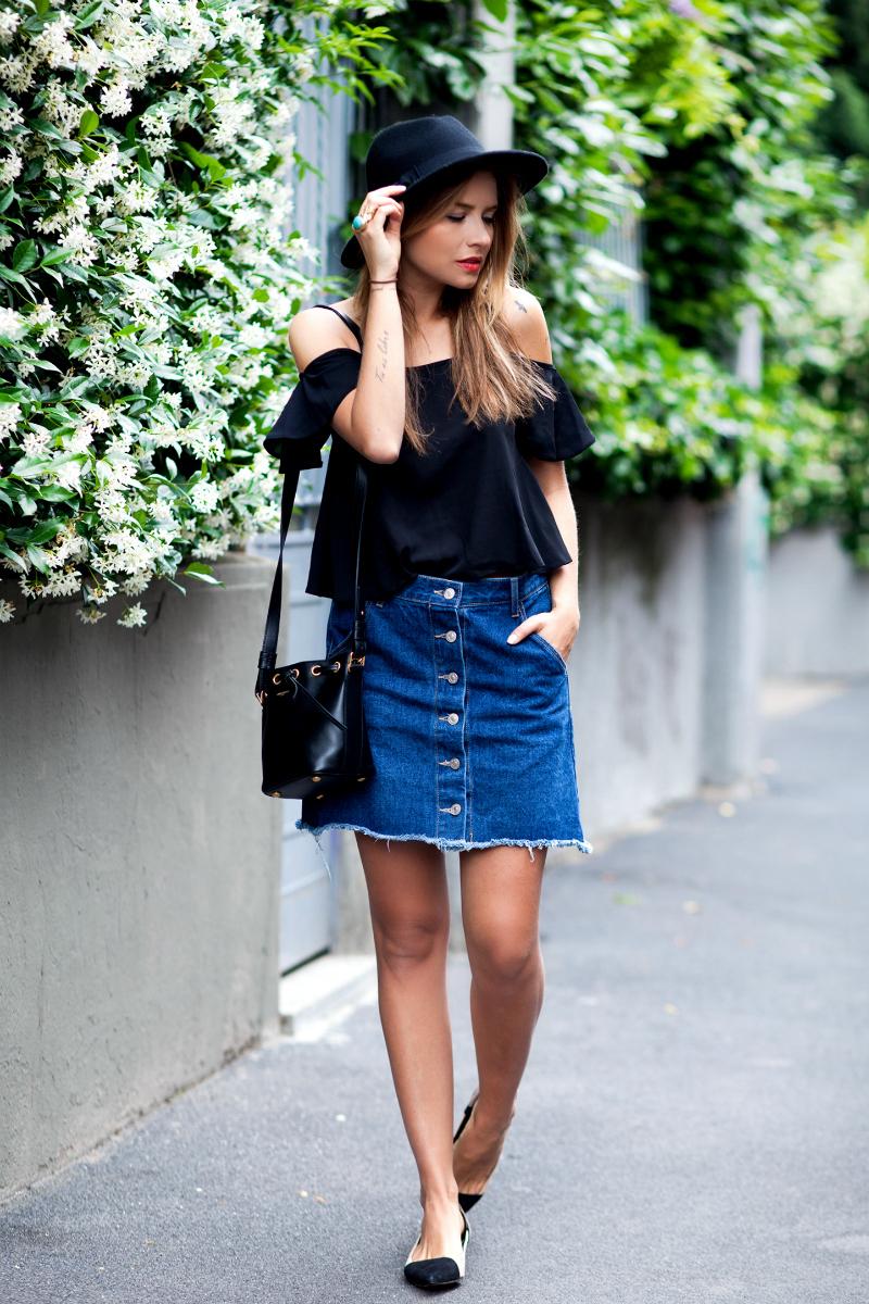 Синяя юбка черный топ
