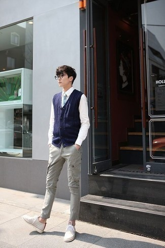 Мода для подростков парней: Для создания изысканного мужского вечернего лука отлично подойдет белая классическая рубашка.
