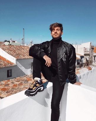 Как и с чем носить: черная университетская куртка, черная водолазка, черные джинсы, черные кроссовки