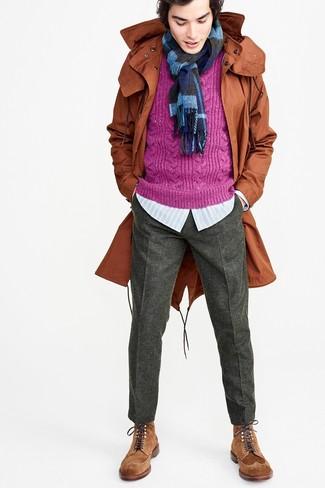 Как и с чем носить: табачная фиштейл-парка, пурпурный вязаный свитер, голубая рубашка с длинным рукавом в вертикальную полоску, темно-серые шерстяные классические брюки