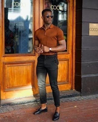 С чем носить черные брюки чинос: Табачная футболка-поло и черные брюки чинос — обязательные элементы стильного мужского гардероба. Почему бы не привнести в повседневный образ немного стильной строгости с помощью черных кожаных лоферов с кисточками?