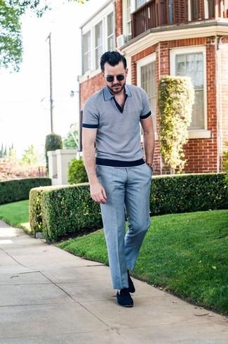 Как и с чем носить: серая футболка-поло, серые классические брюки, темно-синие замшевые лоферы, черные солнцезащитные очки