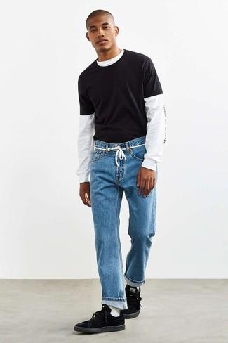 Модные мужские луки 2020 фото: Рекомендуем взять на заметку это практичное сочетание бело-черной футболки с длинным рукавом с принтом и синих джинсов. Переходя к обуви, можно завершить лук черными замшевыми низкими кедами.